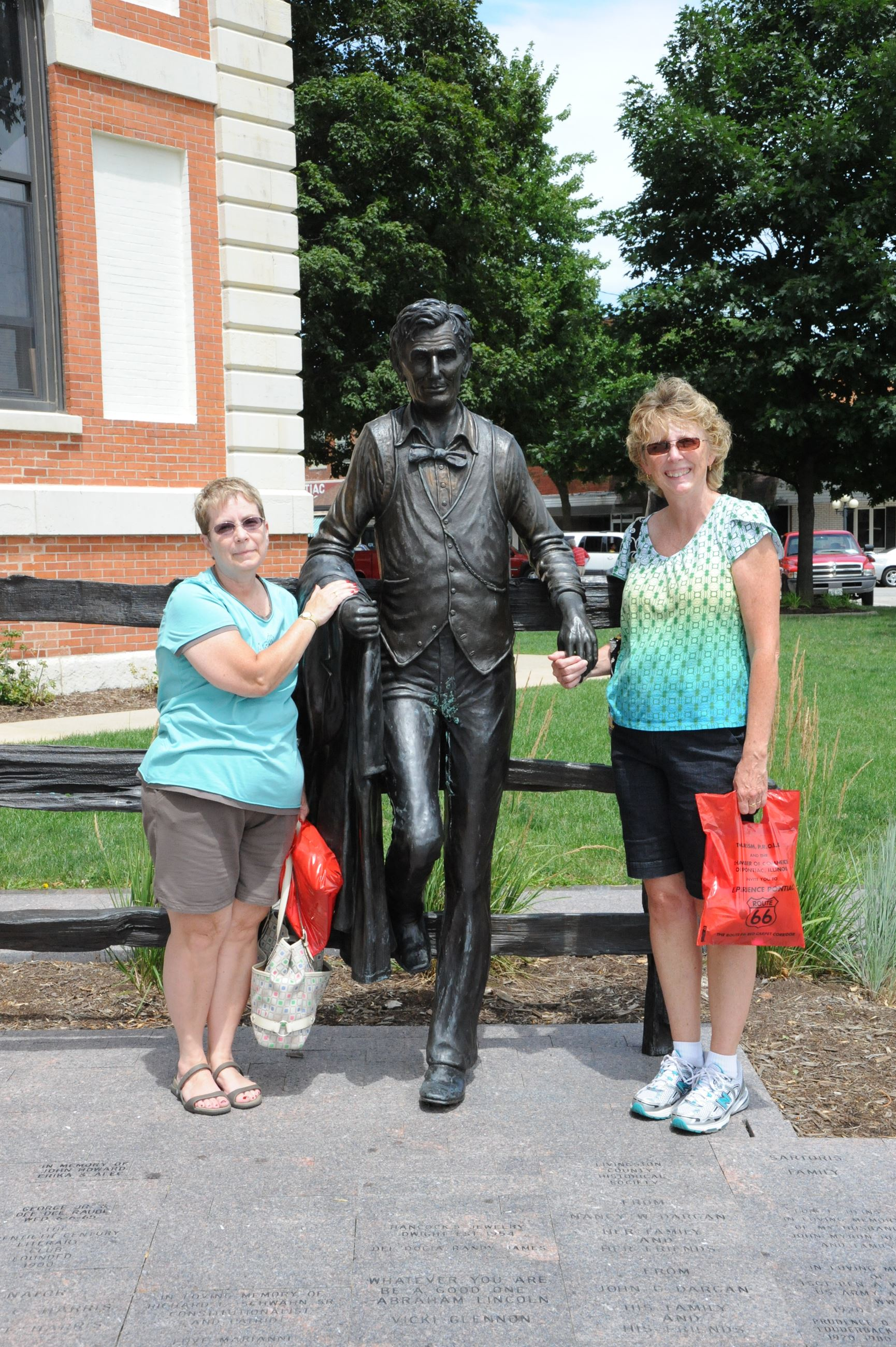 Visitors at Lincoln Statue